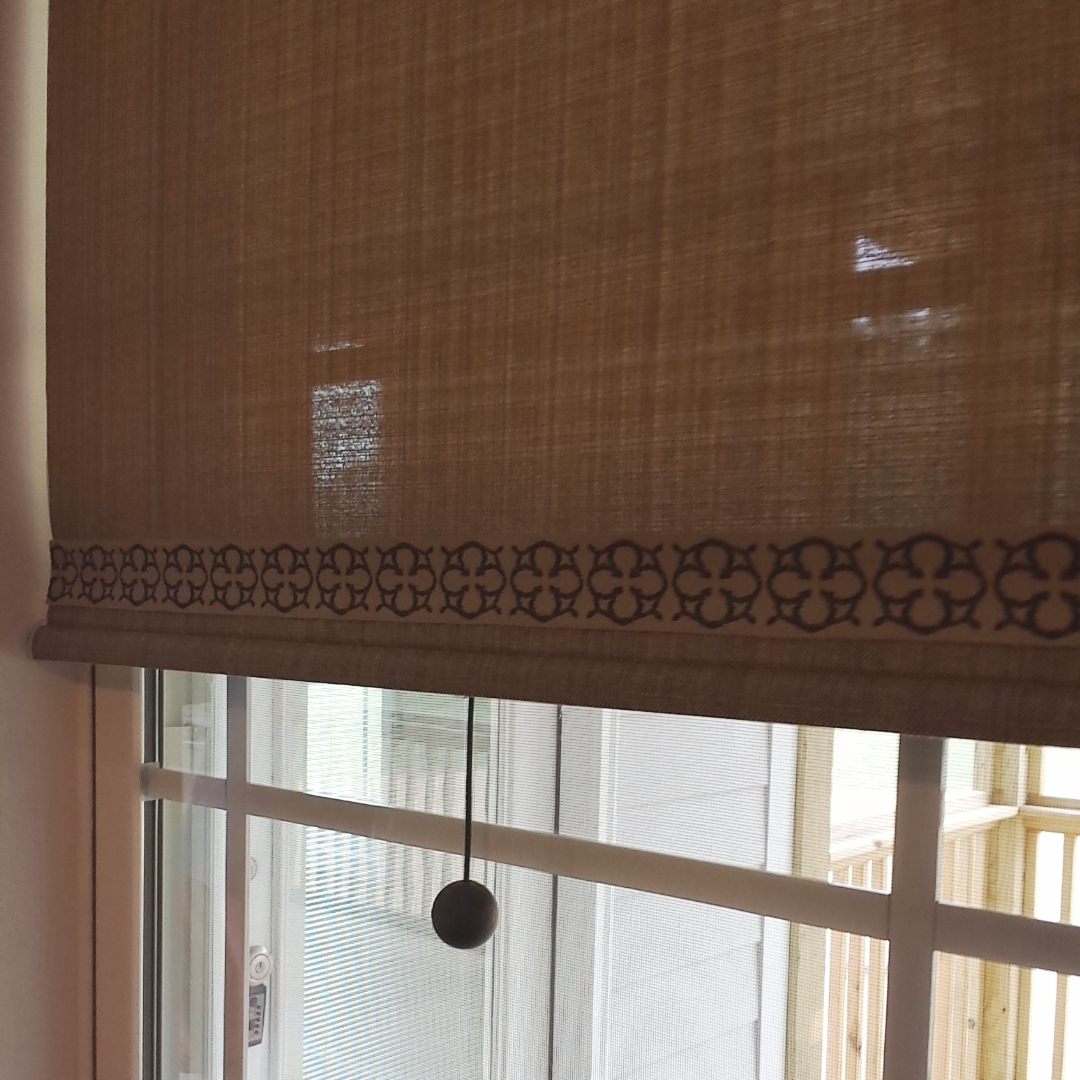 Roller shades with banding & cordless